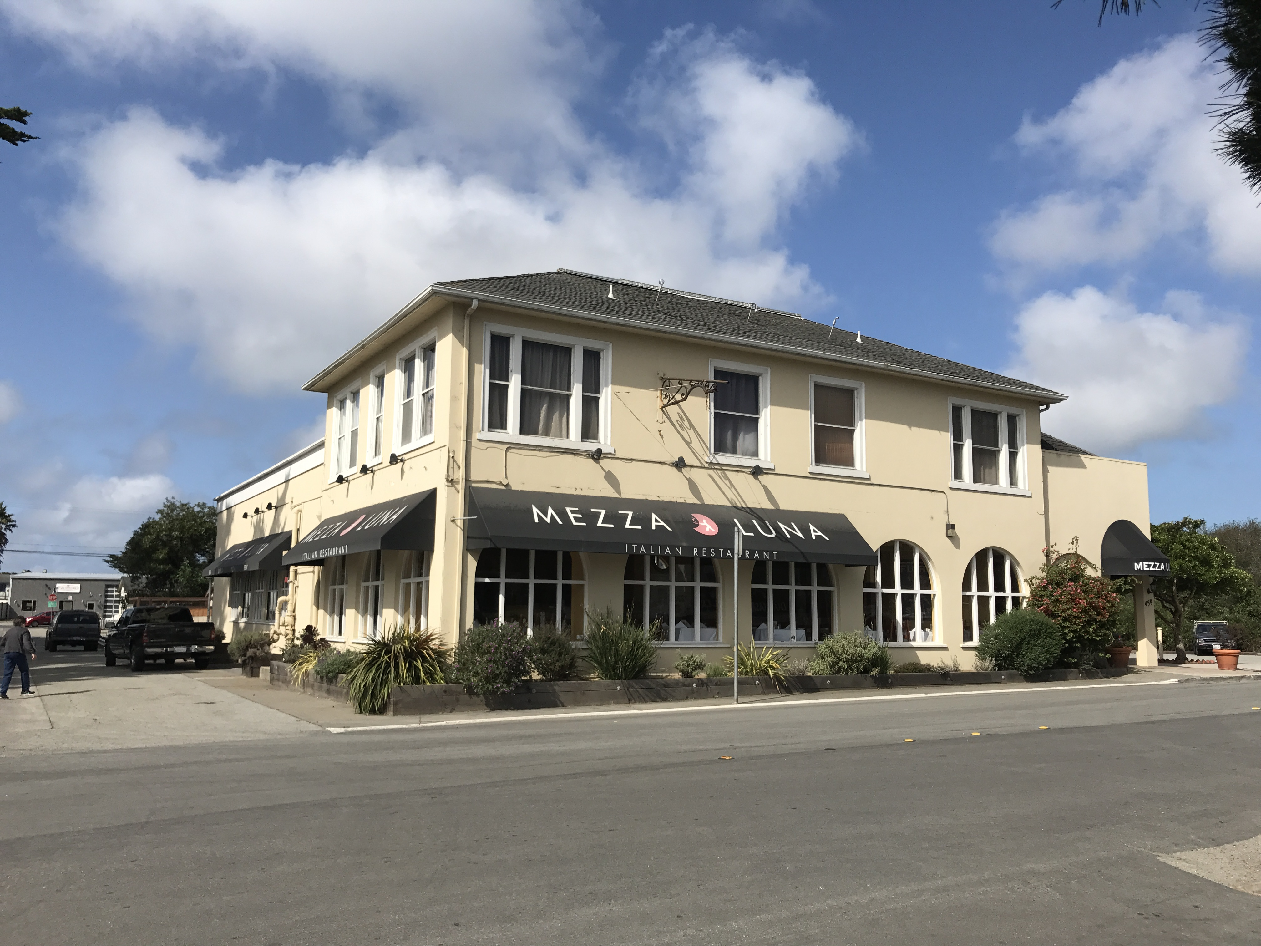 Mezzaluna Princeton Inn by the Sea Historic Half Moon Bay